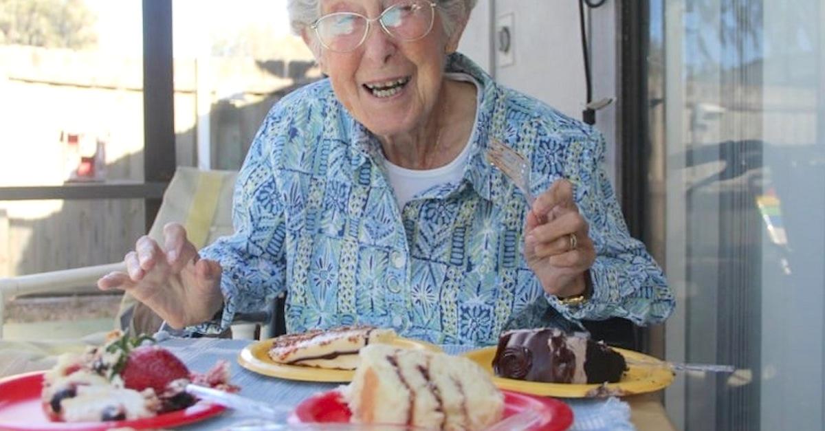 90歳の女性、世界旅行をするためにがん治療を拒否