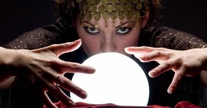 Risultati immagini per sfera di cristallo